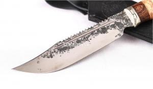 Нож Алтай: кованая сталь 9ХС, пила, дол; резная рукоять карельская берёза-венге